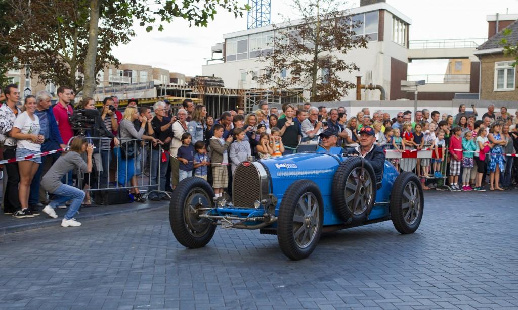 parade door het dorp historische GP